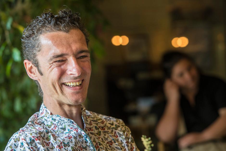 Herbert Pixner, Jahrgang 1975, stammt aus Südtirol und wohnt in Innsbruck, wenn er nicht, wie sehr oft, gerade auf Tournee ist.