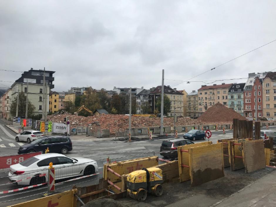 Seit einigen Tagen ist das alte Gebäude im Bereich des Westbahnhofs abgerissen. Der Projektstart steht noch in den Sternen.