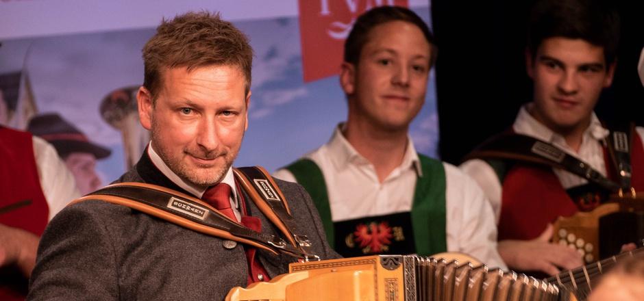 """Volksmusik unplugged: Peter Margreiter begeistert bei der Veranstaltung """"Aufg'horcht""""."""
