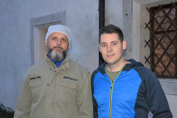 """Kurt Glänzer (l.) übergibt die Obmannschaft des Vereins """"NiKraMo"""" nach 25 Jahren an Daniel Lugger."""