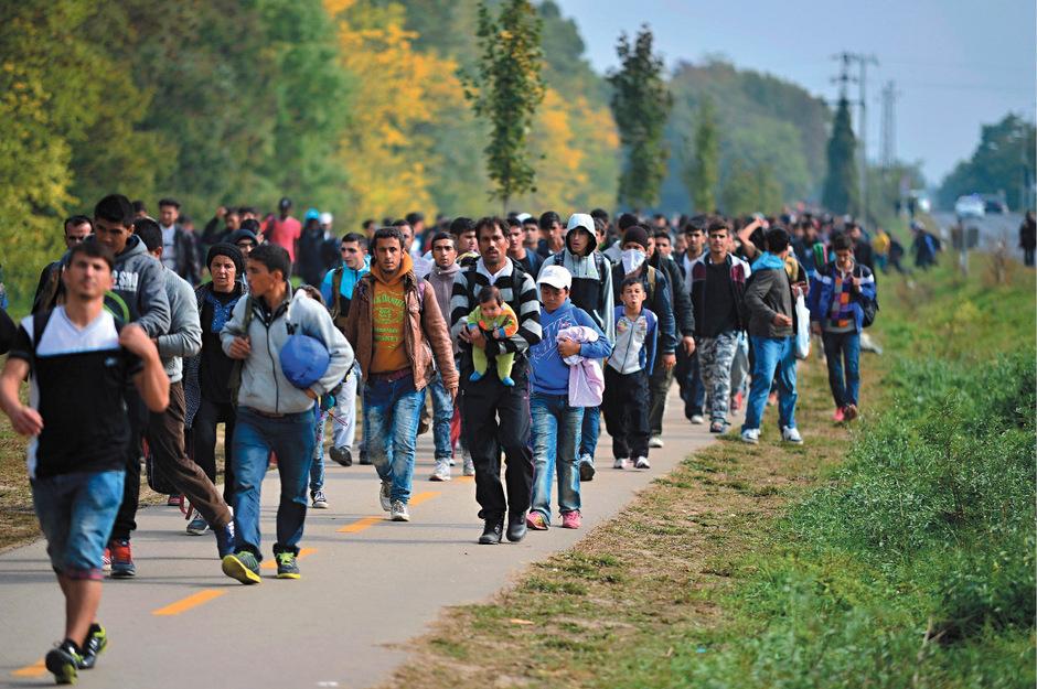 Flüchtlinge im Jahr 2015 an der Grenze zwischen Ungarn und Österreich.
