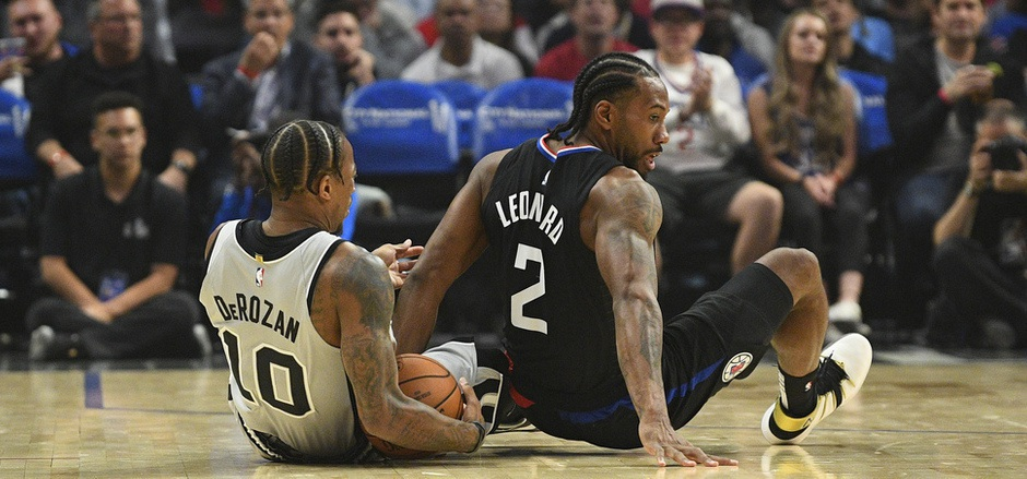 Im Duell der NBA-Superstars hatte Clippers-Akteur Kawhi Leonard gegenüber San Antonios DeMar DeRozan klar die Nase vorne.