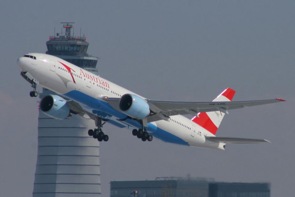 Eine AUA-Maschine startet am Flughafen Wien-Schwechat. (Symbolbild)