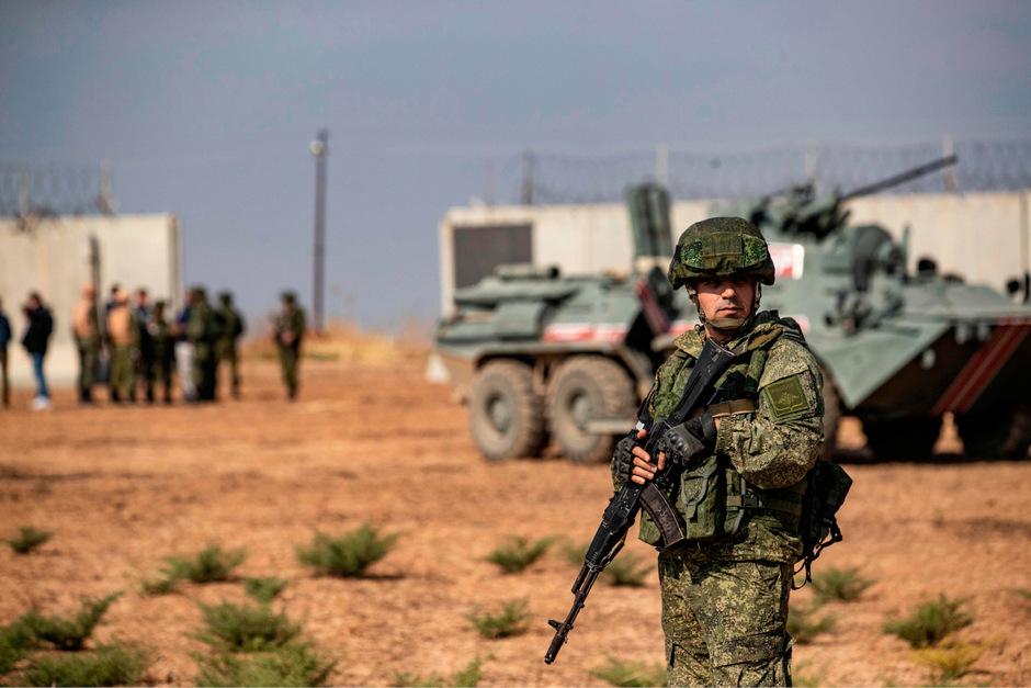 Ein russischer Soldat in Al-Darbasia.