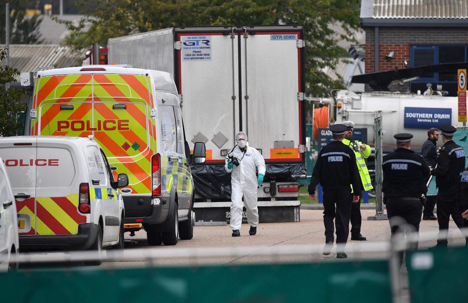 Nach dem grausigen Fund von 39 Leichen in einem Lastwagenanhänger nahe London vor gut einer Woche gehen die Ermittler weiter vielen offenen Fragen nach.