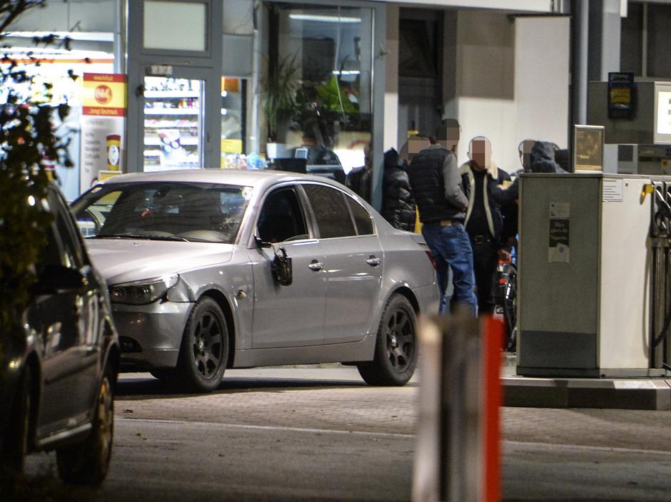 Das Auto des Unfalllenkers an der Tankstelle.
