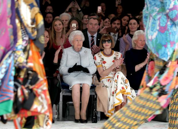 Mit Queen Elizabeth II. saß Anna Wintour bei der Londoner Modewoche 2018 in der ersten Reihe.