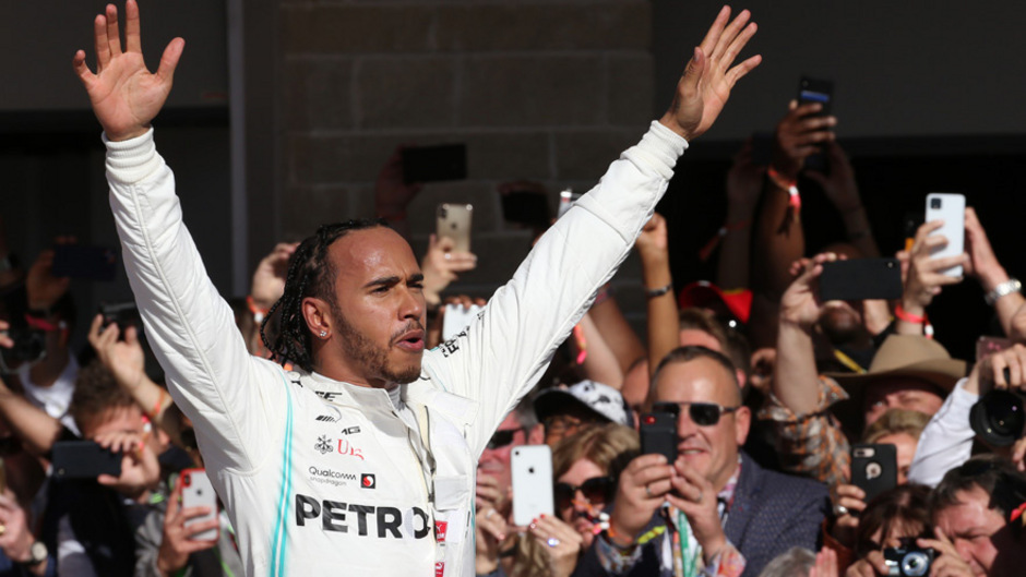 Lewis Hamilton fehlt nur noch ein Titel auf Rekordweltmeister Michael Schumacher. Als nun sechsfacher Champion ist der 34-jährige Engländer seit Sonntag die alleinige Nummer zwei.
