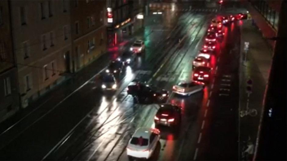 Im Juni des vergangenen Jahres feierten rund 120 Anhänger des türkischen Präsidenten Erdogan den Ausgang der Präsidentenwahl mit einem Autokorso aus 40 Fahrzeugen in Innsbruck.