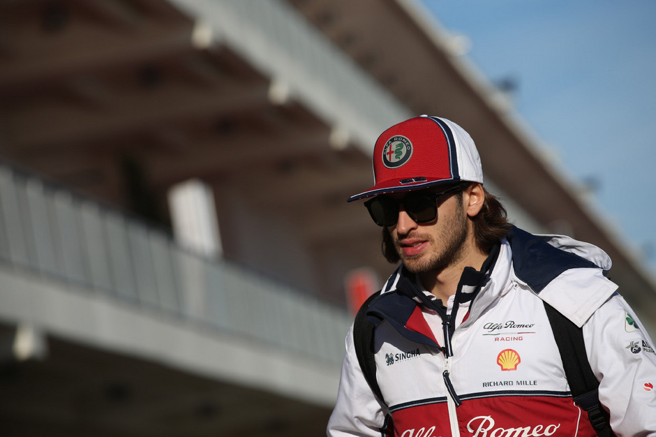 Antonio Giovinazzi gibt auch 2020 für Alfa Romeo Gas.