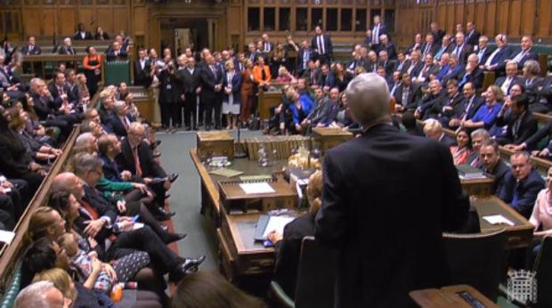 """Der neue """"Speaker of the House of Commons"""" nahm auf seinem Stuhl Platz."""