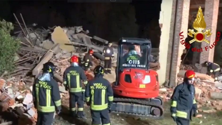 Das Gebäude wurde komplett zerstört, wie in einem auf Youtube verbreiteten Video zu sehen ist.