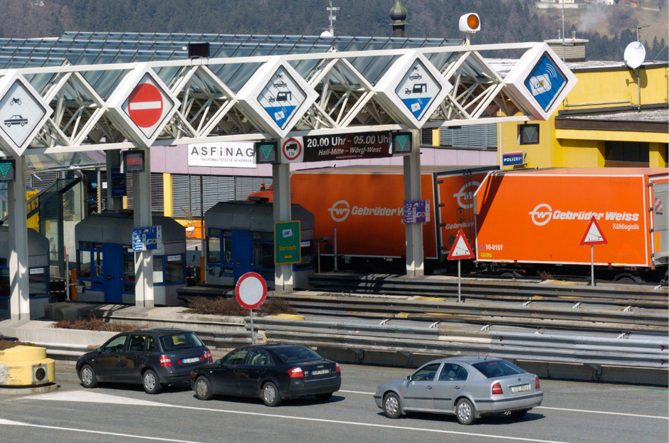 """M der """"Digitalen Streckenmaut FLEX"""" können Autofahrer die sechs österreichischen Mautstellen durchqueren, ohne anzuhalten um ein Ticket zu kaufen"""