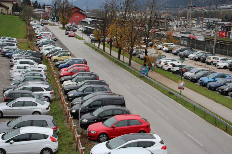 Parkchaos am Jenbacher Bahnhof soll bald vorbei sein.