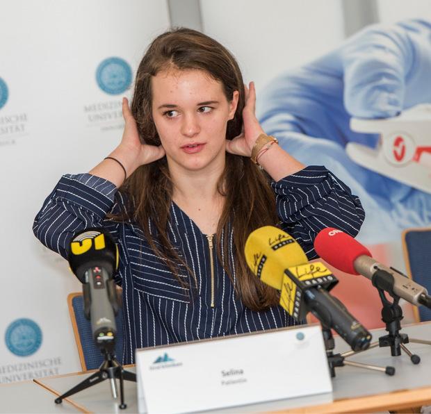 Die 16-jährige Selina kann seit zwei Jahren auch auf ihrem rechten Ohr hören.