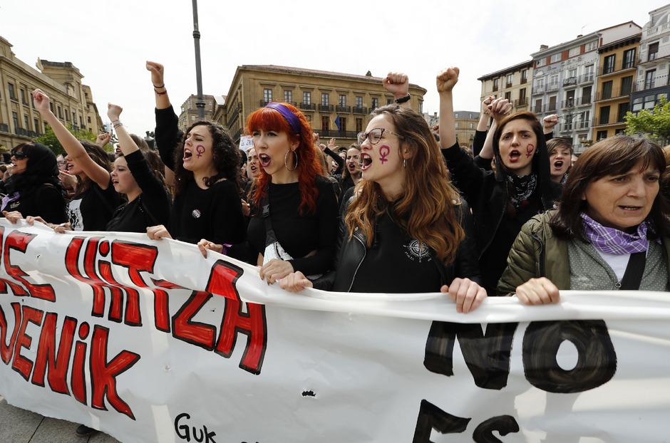 Ein ähnliches Urteil sorgte schon in der Vergangenheit für massive Proteste. Dabei ging es um den Fall einer 18-Jährigen, die 2016 von einer Gruppe Männern im nordspanischen Pamplona vergewaltigt worden war.