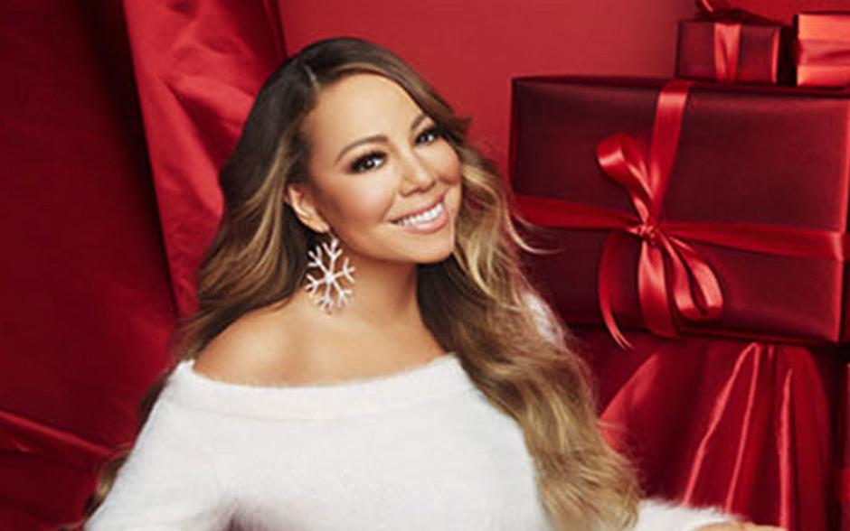 Mariah Carey lacht von der Amazon-Seite mit ihrer handverlesenen Geschenkeliste.