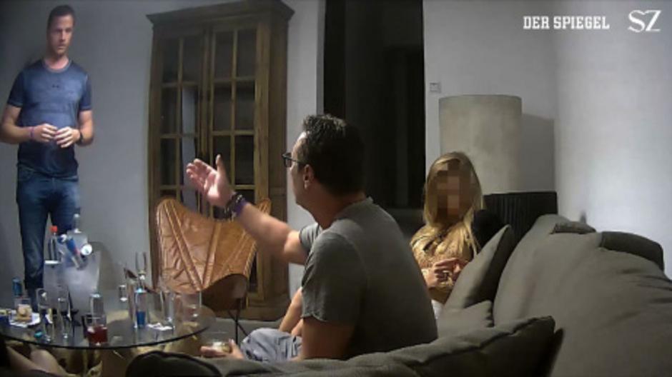 Johann Gudenus und Heinz-Christian Strache 2017 auf dem von Medien veröffentlichten Skandal-Video.