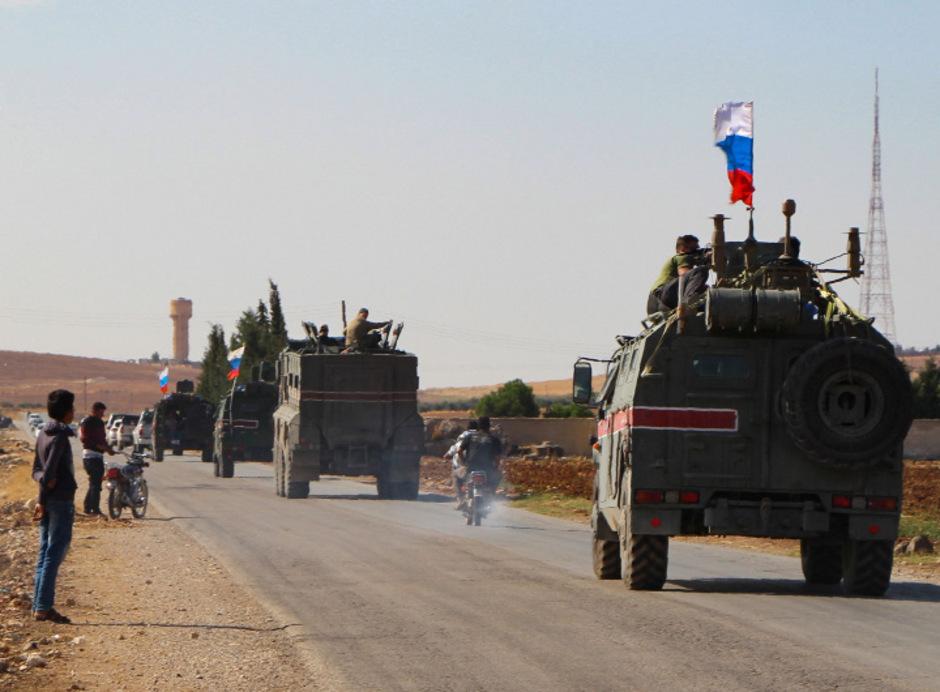 Nach dem Abzug der US-Truppen übernahmen russische Militärs Stellungen im Nordosten Syriens im Grenzgebiet zur Türkei.