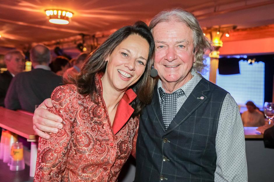 Die ORF-Moderatorin Vera Russwurm ist seit 1984 mit dem Fernsehproduzenten Peter Hofbauer verheiratet und hat drei Töchter.