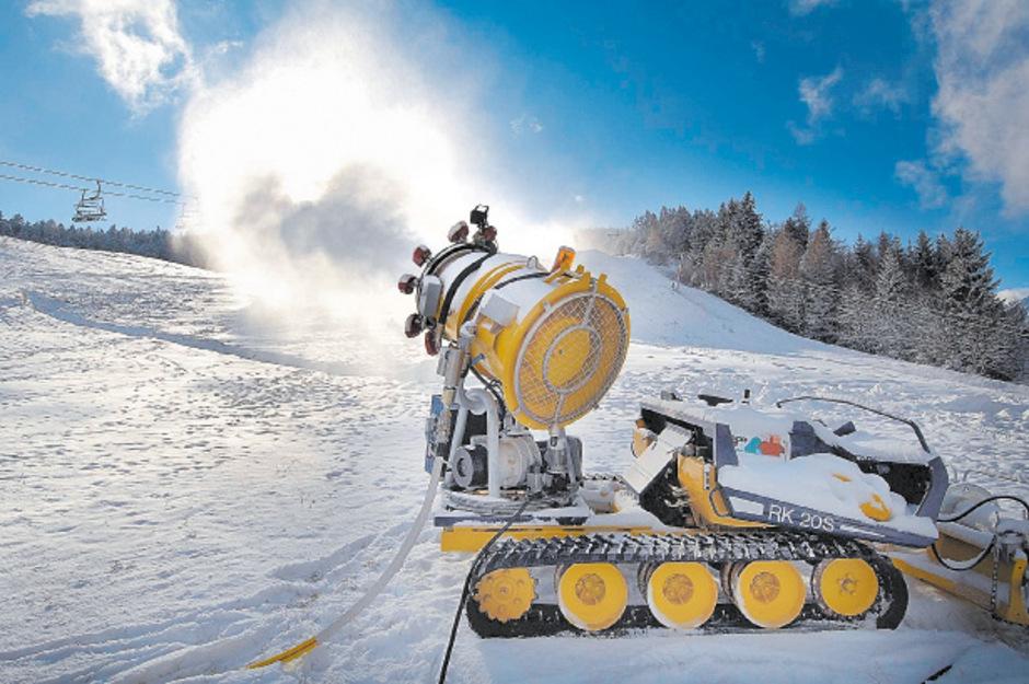 In vielen Skigebieten sind die Schneekanonen im Einsatz.