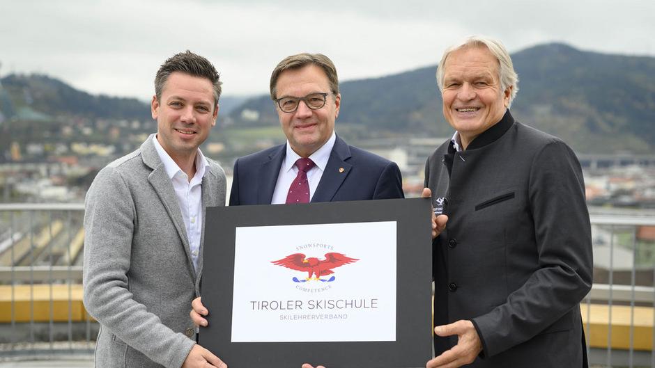 Florian Phleps, Geschäftsführer der Tirol Werbung, Landeshauptmann Günther Platter und Richard Walter, Präsident des Tiroler Skilehrerverbands (v.li.), präsentierten den neuen - alten - Namen.