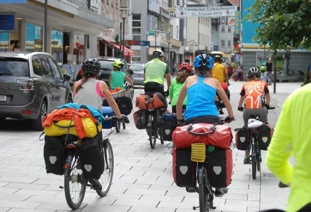 Mit Eröffnung der Begegnungszone in Landeck können die Biker die volle Breite der Malserstraße nutzen. Der Bau der Etappe von der Stadtmitte zum Bahnhof Landeck-Zams ist für 2020 geplant.
