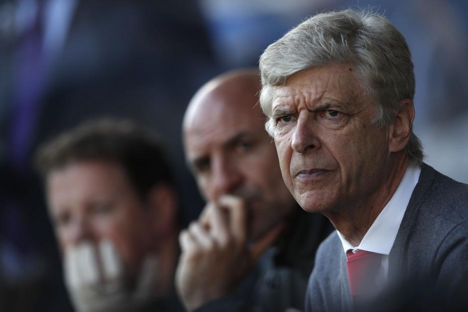 Arsene Wenger könnte schon bald auf der Bayern-Bank Platz nehmen.