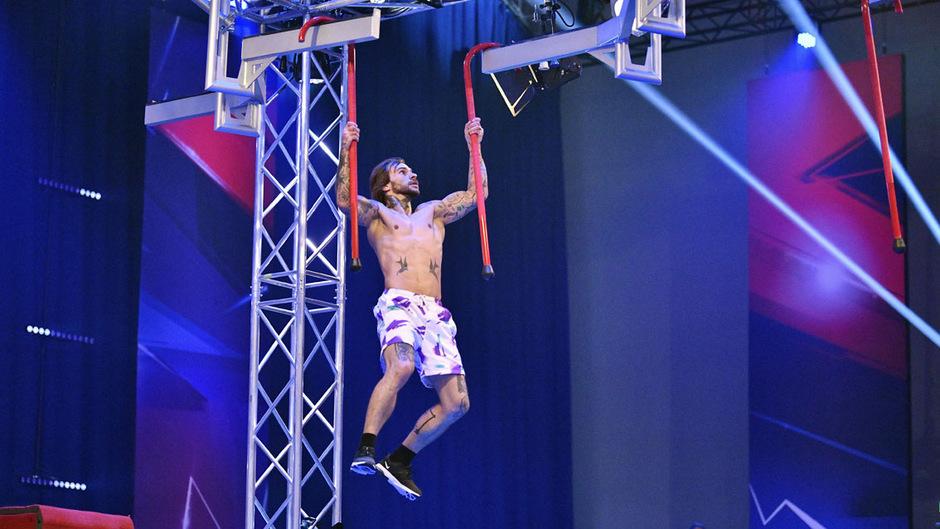 Der 32-jährige Schwazer Manuel Eder will heute beim Ninja-Finale hoch hinaus.