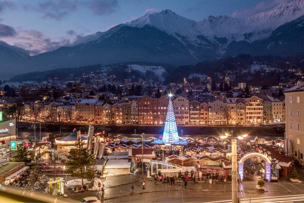 Bergweihnacht Innsbruck - Christkindlmarkt am Marktplatz.