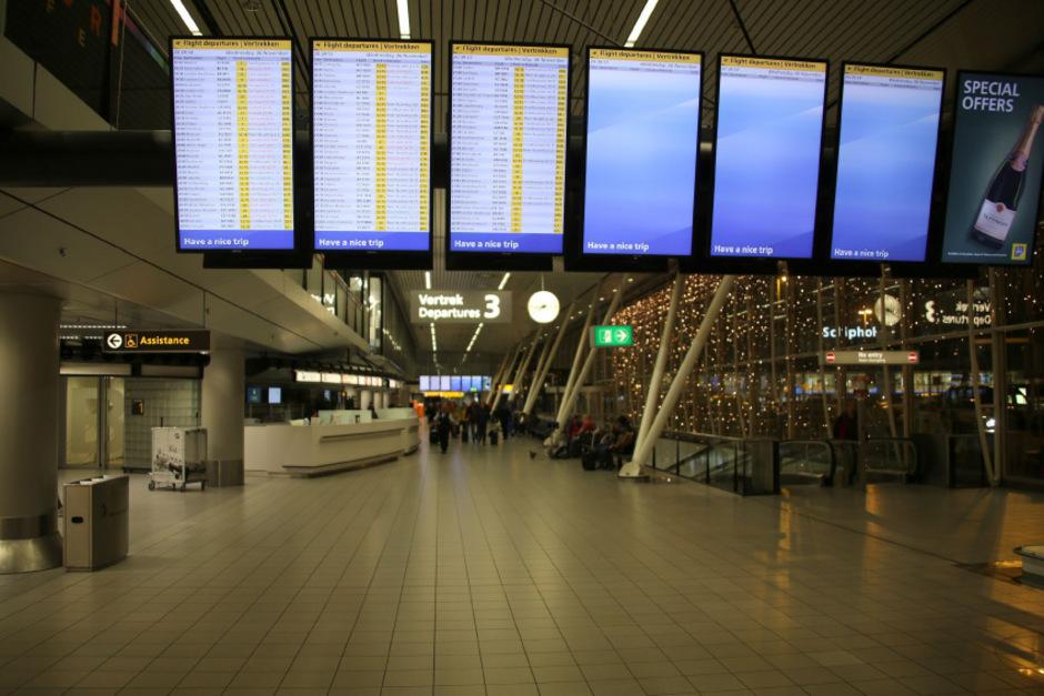 Am Flughafen Amsterdam-Schiphol kam es durch ein Versehen zu einem Großeinsatz der Polizei.
