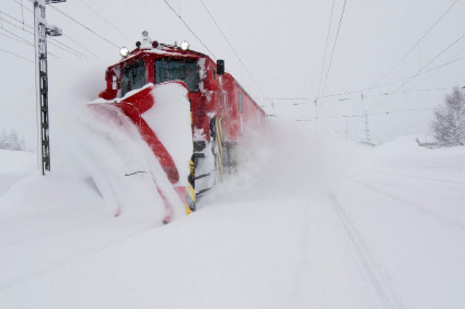 300 ÖBB-Mitarbeiter sind in Tirol und Vorarlberg eigens für den Winterdienst abgestellt.