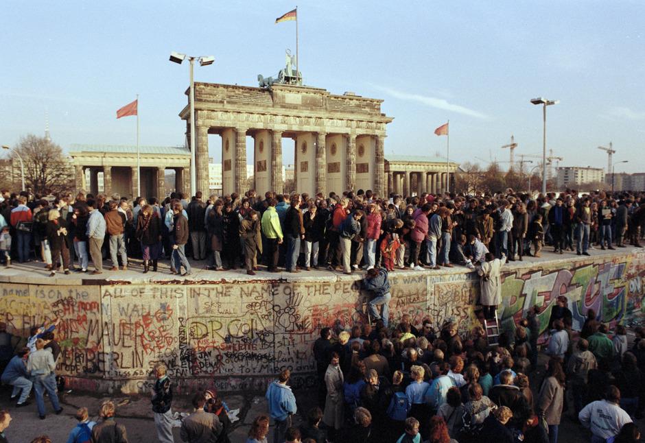28 Jahre lang teilte die Mauer West- und Ostberlin. Die Machthaber im Osten wollten damit das Ausbluten der DDR verhindern.