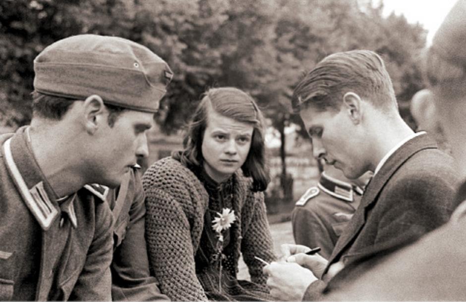 Bilder der Erinnerung und aus einem Leben im Widerstand: Christoph Probst und die Geschwister Scholl kämpften gegen das NS-Regime.