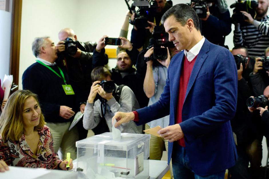 PSOE-Chef Pedro Sanchez hat seine Stimme bereits abgegeben.
