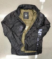 Auch diese Jacke konnte die Polizei nicht zuordnen.