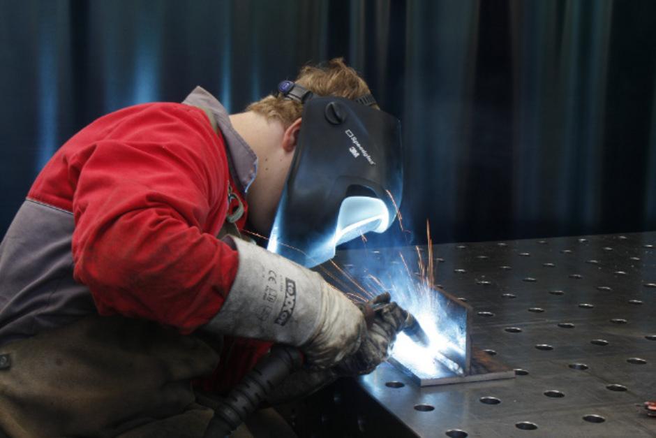 """In der Industrie ist die Anzahl der Lehrlinge entgegen dem Trend um 2,3 Prozent gestiegen.<span class=""""TT11_Fotohinweis"""">Foto: iStock</span>"""