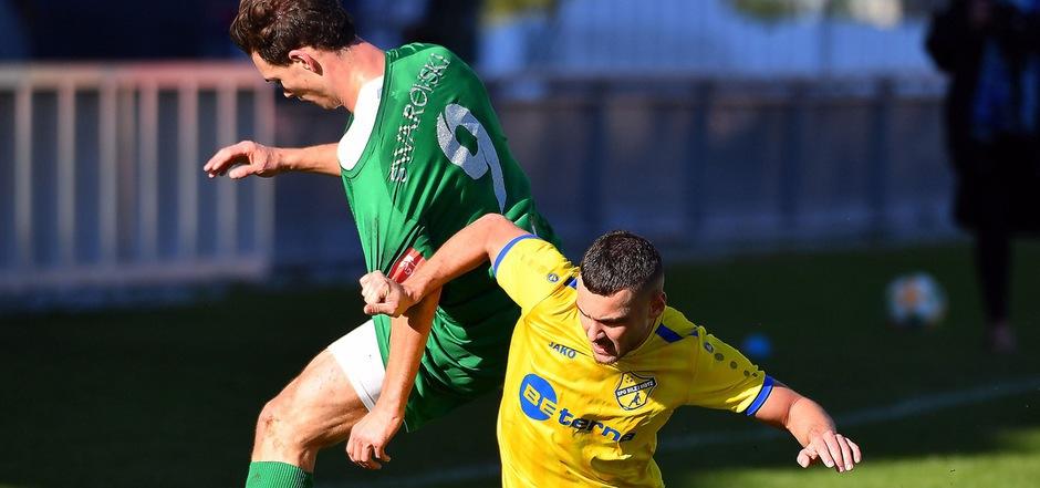Silz/Mötz-Flügel Mehmet Durmus (r.) brachte gestern mit einem 2:0-Auswärtssieg die WSG-Amateure mit Marcel Maier zu Fall und kämpft im Frühjahr um den zweiten Aufstiegsplatz in der Hypo Tirol Liga.