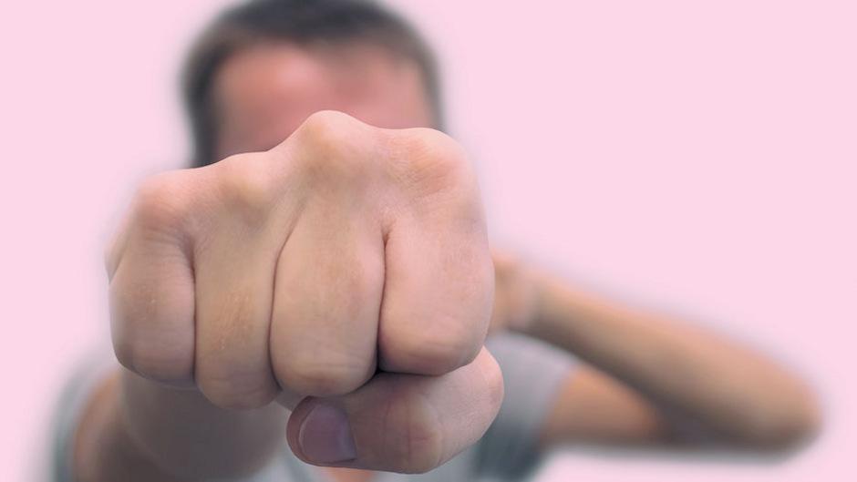 Faustschläge auf Wehrlosen wurden streng bestraft. (Symbolfoto)