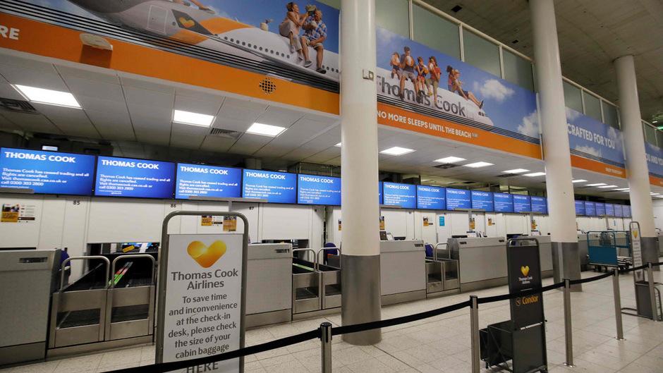 Thomas Cook ist pleite: Der unbesetzte Thomas Cook-Schalter am Flughafen Wien-Schwechat aufgenommen am Montag, 23. September 2019.