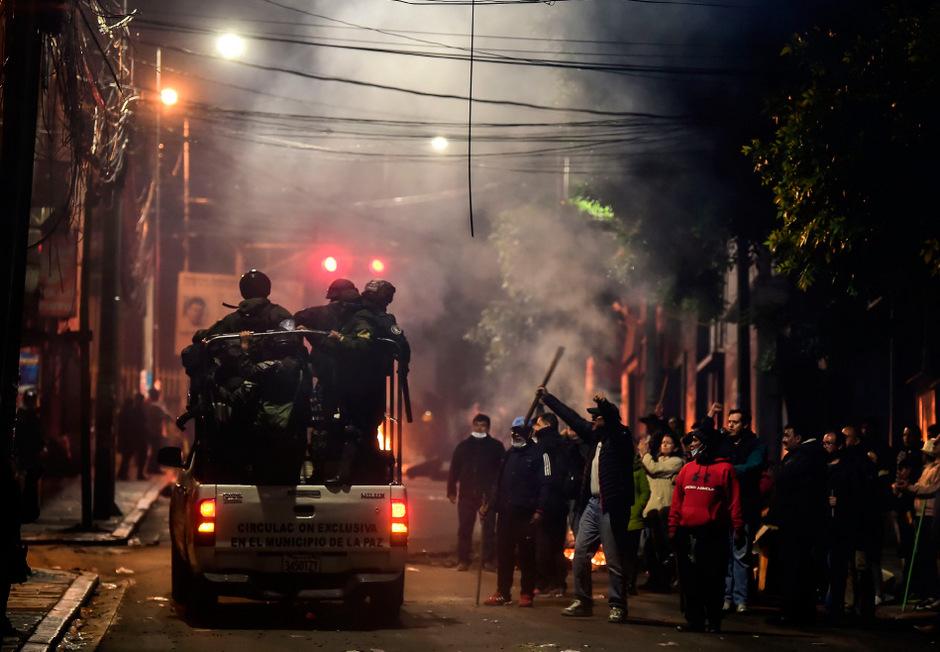 Wütende Anhänger von Präsident Morales sorgen in Bolivien für Chaos.