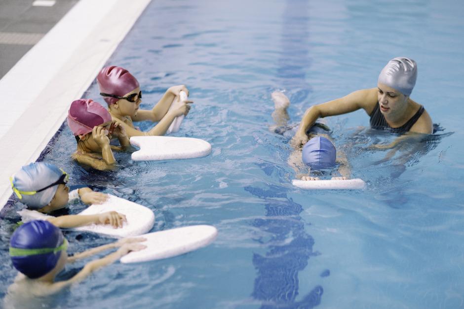 Der Schwimmsport soll gefördert werden – vielen Wörgler Eltern ist der Preis dafür im Wörgler Wave jedoch zu hoch.