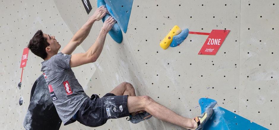 Der Imster Jan-Luca Posch kletterte beim Austria Cup in Innsbruck vor dem Zillertaler Alfons Dornauer im Bouldern zum Sieg.