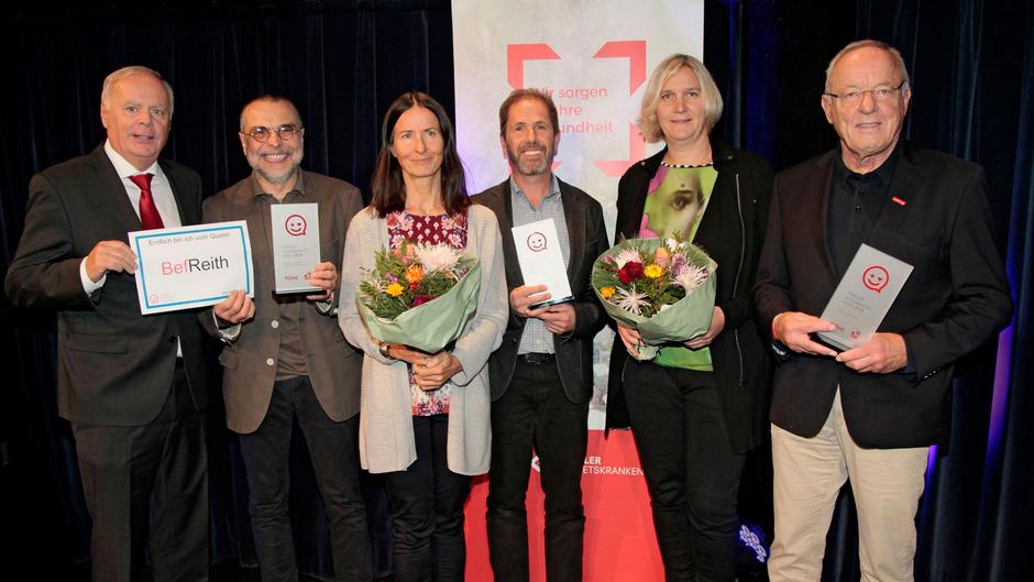 Werner Salzburger (TGKK-Obmann) und die Gewinner des Gesundheitspreises: Wilfried Schatz, Waltraud Mayr-Gander und Peter Hinterholzer (BHAK Imst), Claudia Stern und Heinz Öhler (ASKÖ) (v.li.)