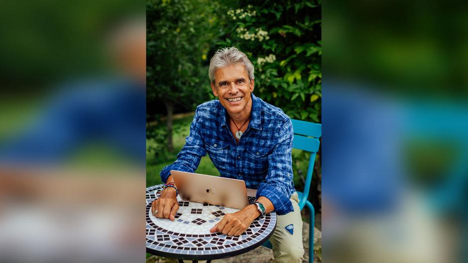Thomas Brezina liebt die Einsamkeit des Schreibens, genießt aber auch die Gespräche mit Lesern bei Buchpräsentationen.
