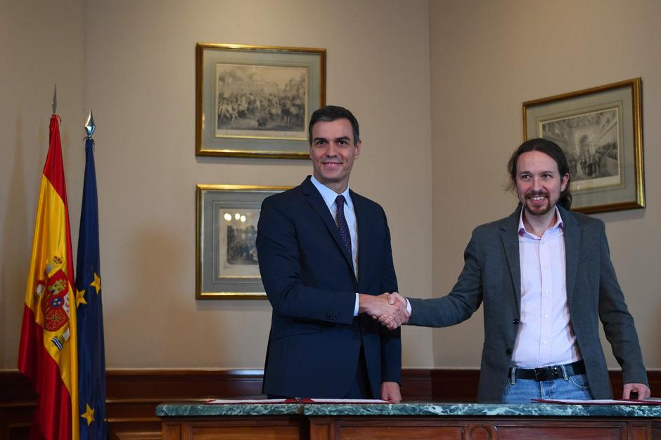 "Pedro Sanchez (L) UP-Chef (""Unidas Podemos"") Pablo Iglesias (R)."