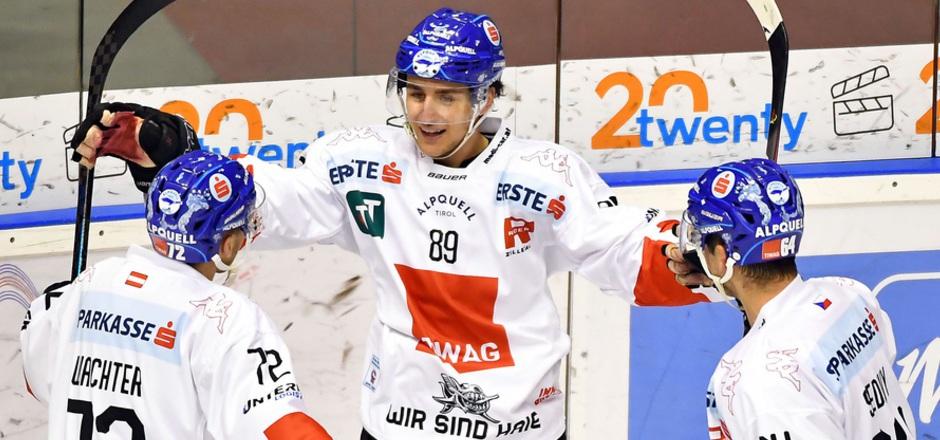 Ein kurzer Lichtblick in Bozen – Lukas Bär (M.) feierte nach Wachter-Assist das zwischenzeitliche 1:1 und seinen ersten Saisontreffer.