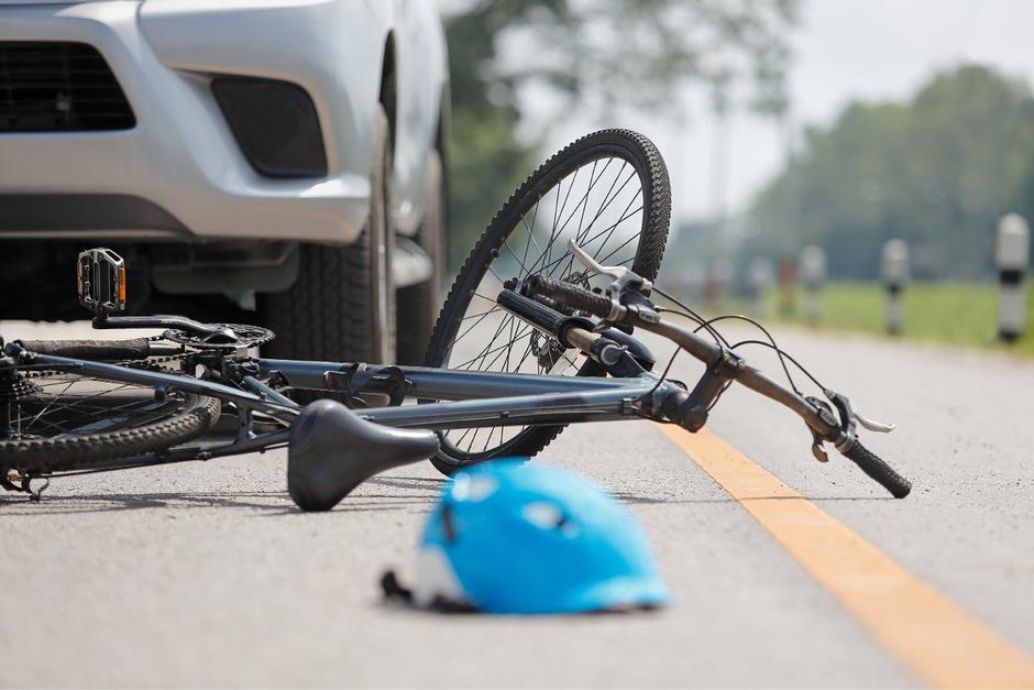 Ein Verkehrsunfall machte einen Radfahrer im Jahr 2005 zu einem 80-prozentigen Invaliden.
