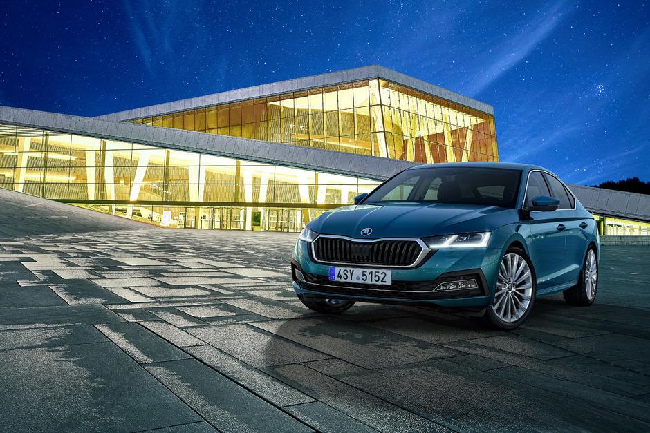 Breiter Kühlergrill, schmal gezeichnete Frontscheinwerfer: Das sind die neuen Merkmale der vierten Octavia-Generation von Škoda.