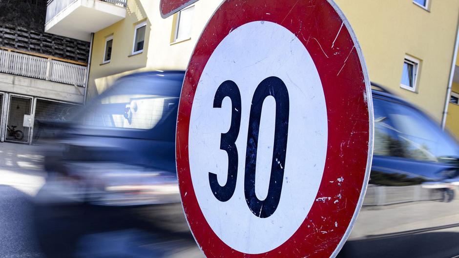 Die Gemeinde Fügen wird zur Tempo-40-Zone, im Ortskern sollen künftig nur noch maximal 30 km/h erlaubt sein.